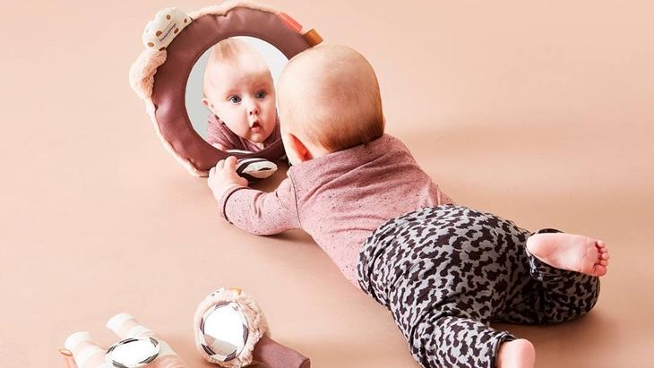 Mengajak Anak Bercermin Dapat Menambah Interaksi Anak