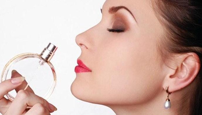 11 Tips Memakai Parfum yang Keliru